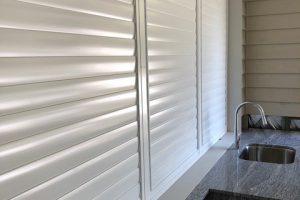aluminium privacy screens closed