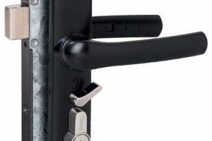screen door lock servicing