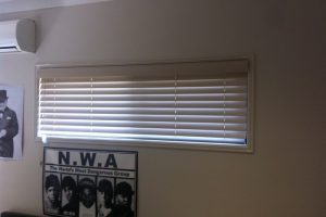 venetian blinds in small window